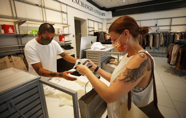 Большинство рекомендаций по маскам для вакцинированных отменяются в важный момент в битве с коронавирусом